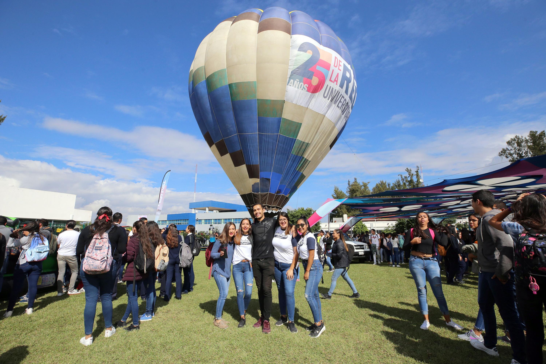 Estudiantes en el globo aerostático