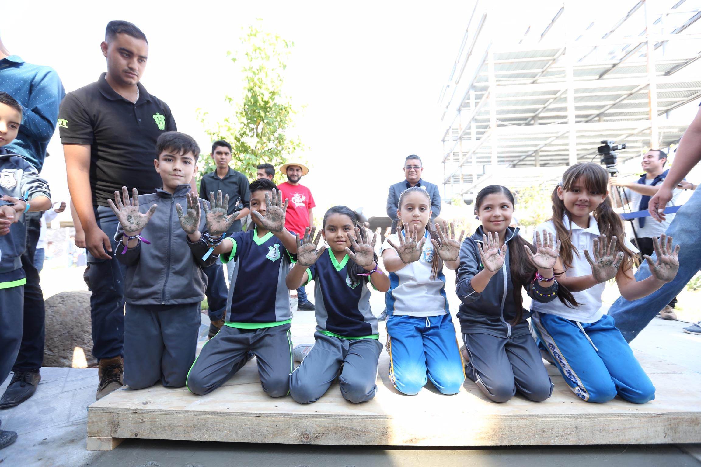 Los niños participan en el Festival Regional de CUTonalá