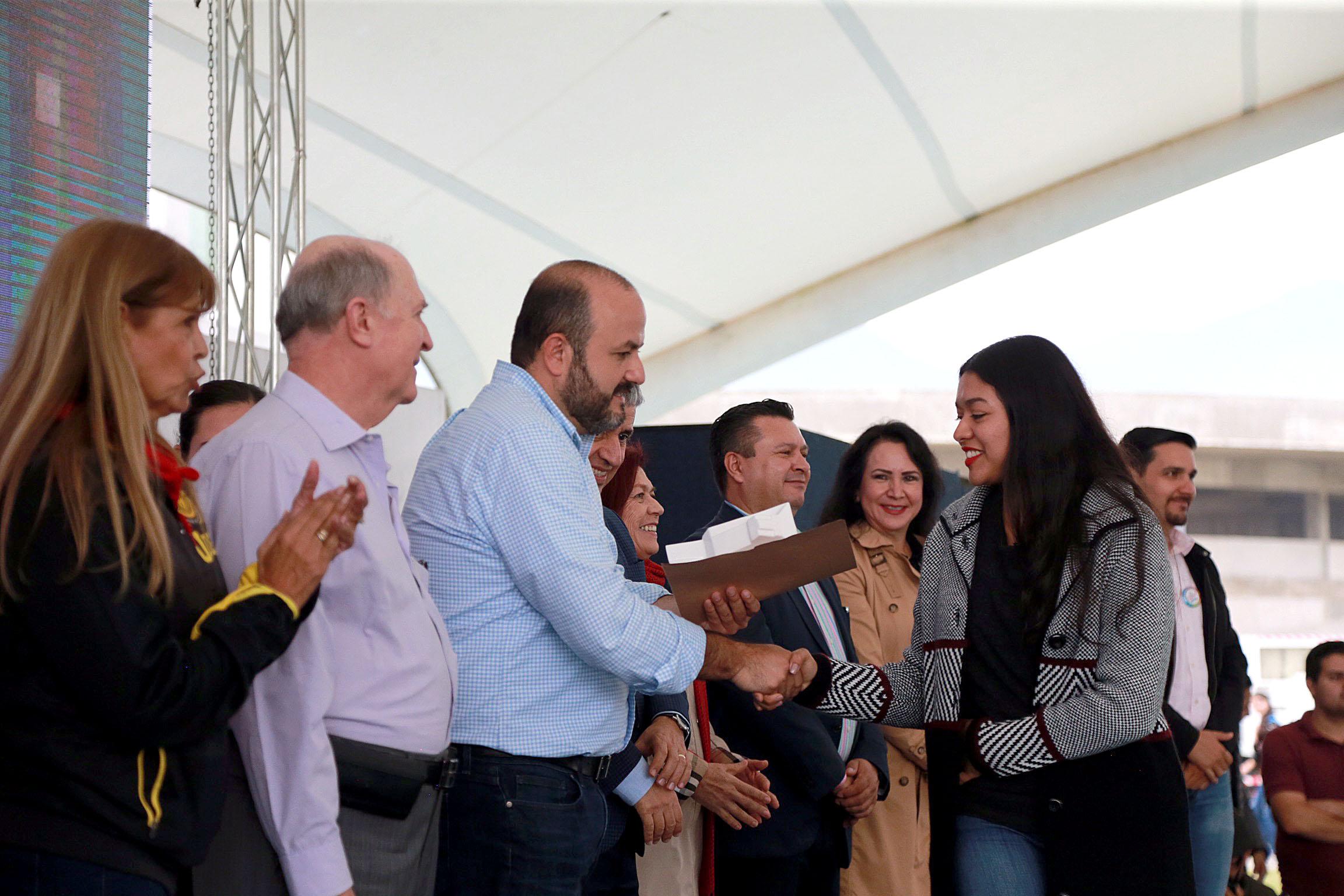 Entrega de reconocimientos en CUValles, en el Festival Regional