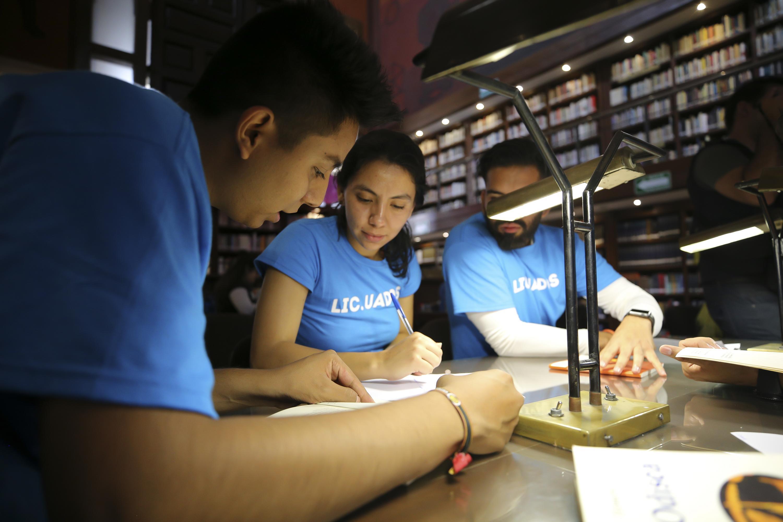 Estudiantes muestran sus habilidades en la Biblioteca Iberoamericana