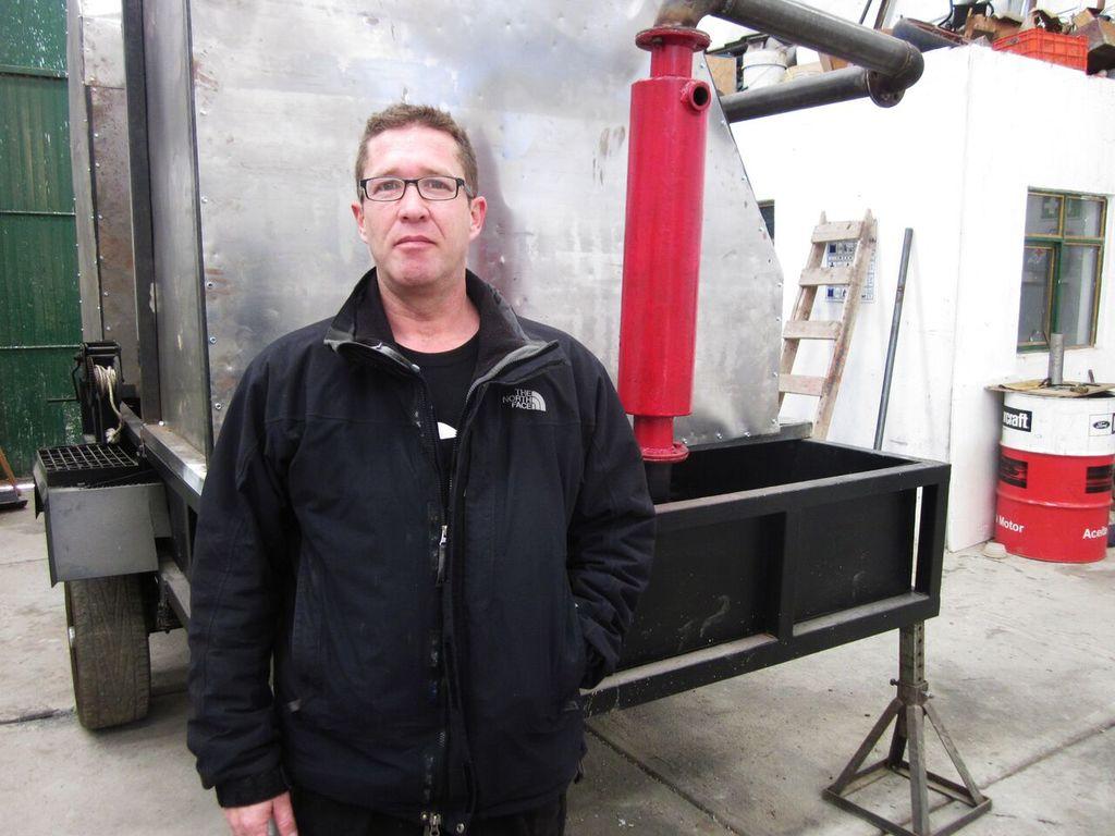 Gerardo Nungaray Benítez, creador de una máquina capaz de generar combustible a partir de plásticos