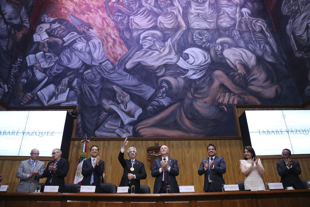 El presidente de Uruguay, el gobernador de Jalisco y las maximas autoridades de la U de G