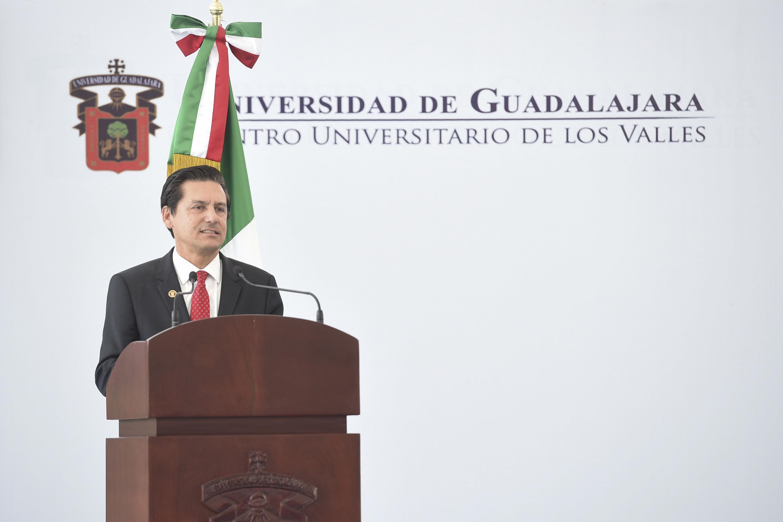 Doctor José Luis Santana Medina, Rector del Centro Universitario de los Valles, rindiendo su informe de actividades 2017.