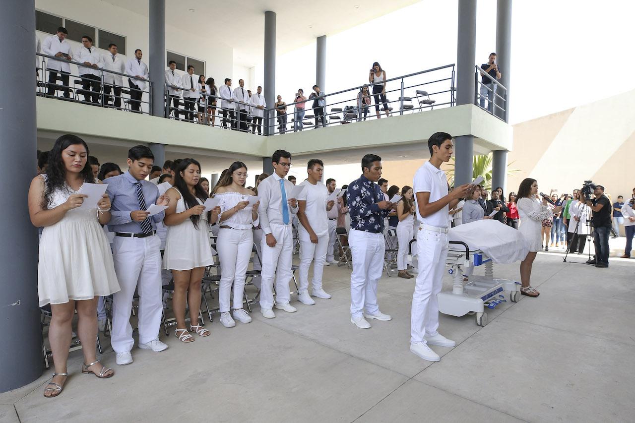La ceremonia se realizó en las instalaciones de CUTONALA y asistieron autoridades, estudiantes y sus familiares