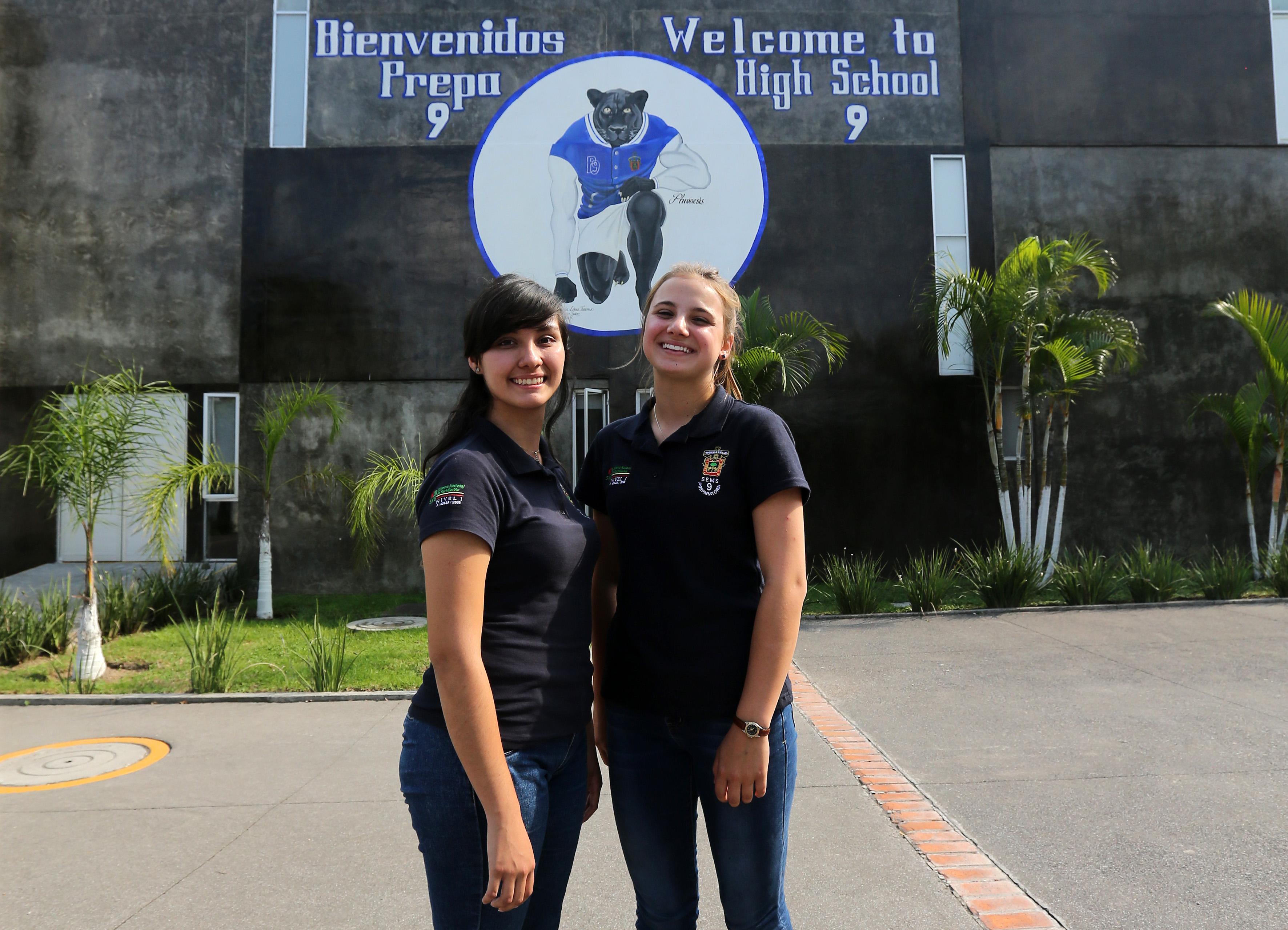 Miriam Daniela Silva Luna - Mexicana y Elisé Labrecque –canadiense,son dos estudiantes que este semestre participan en el Programa de Intercambio de Estudiantes del Nivel Media Superior de Jalisco-Quebec, Canadá,