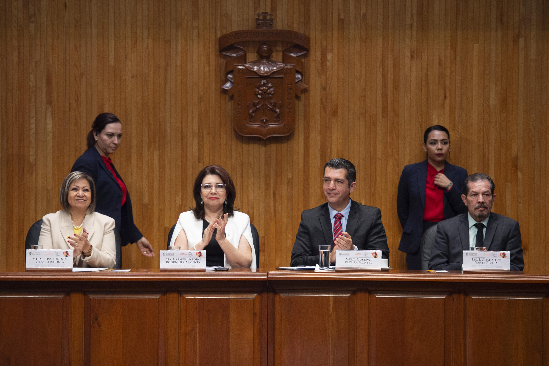 Mesa del presidium encabezada por la Vicerrectora Ejecutiva de la UDG la doctora Carmen E. Rodriguez