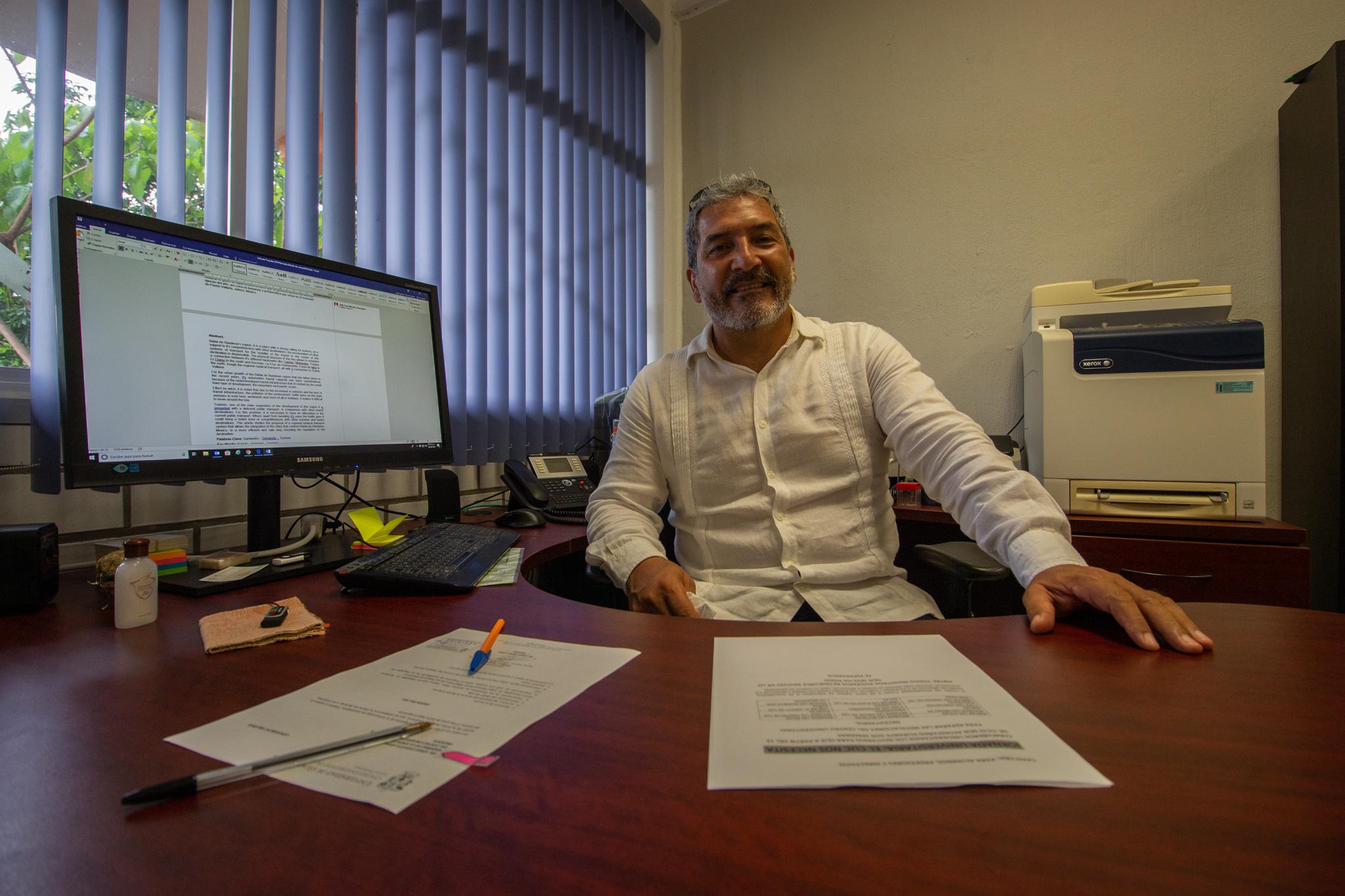 El Director de la División de Ingenierías del Centro Universitario de la Costa (CUCosta), con sede en Puerto Vallarta, doctor Jorge Ignacio Chavoya Gama