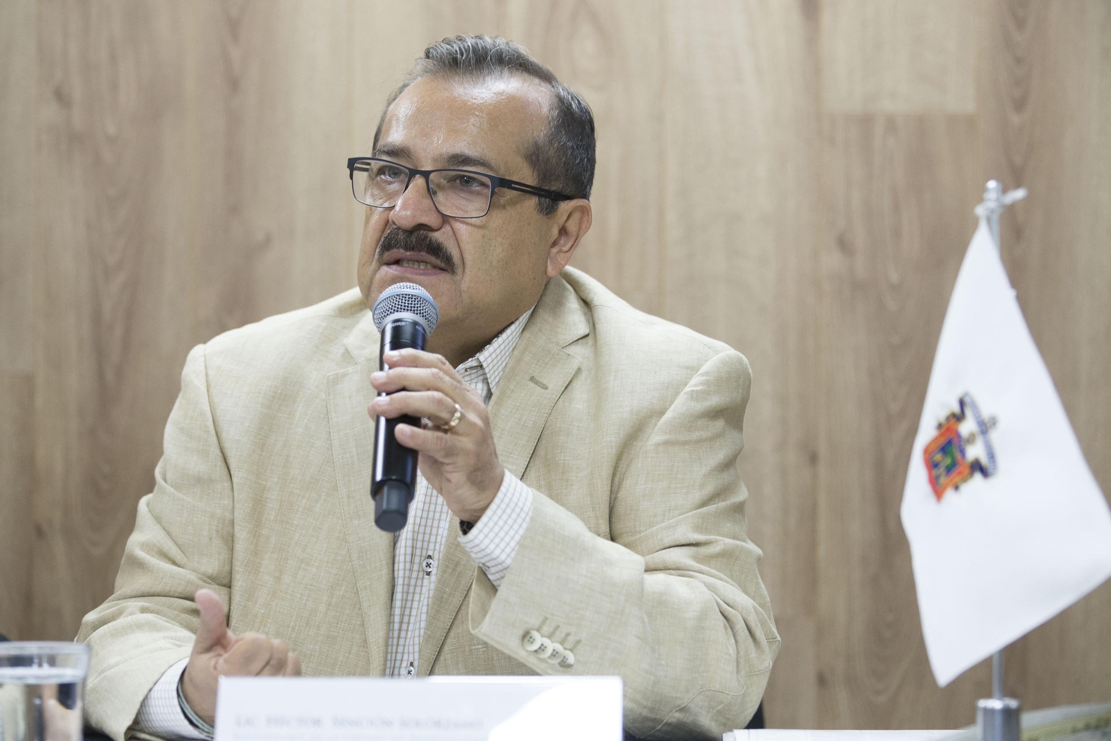 Licenciado Hector Sencion Solorzano haciendo uso de la palabra