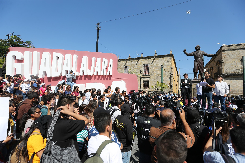 Jesús Medina Varela, dirigente de la Federación de Estudiantes Universitarios (FEU), participando en la manifestación.