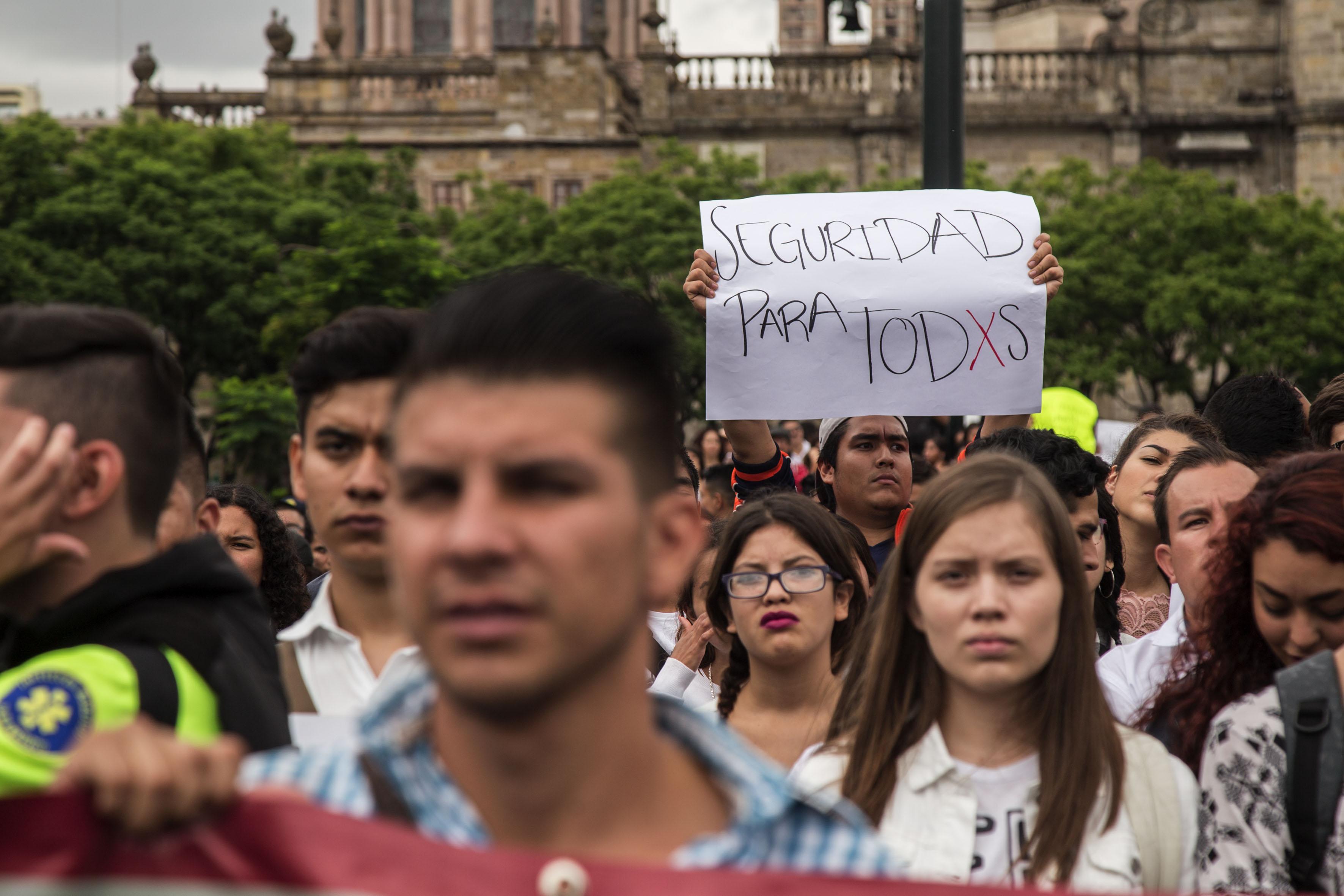 """Alumnos participando en la Manifestación universitaria contra la violencia, """"Por la Seguridad de Todxs"""""""