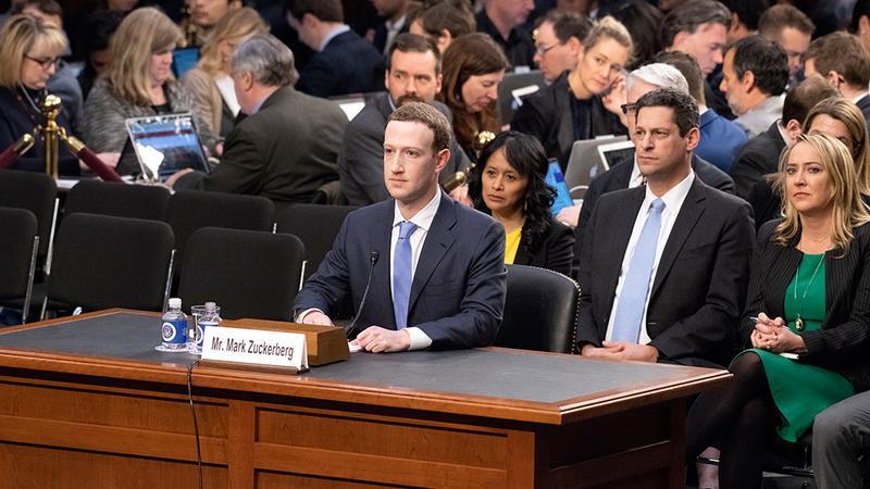 Fundador de Facebook, Mark Zuckerberg, ante el Senado de Estados Unidos