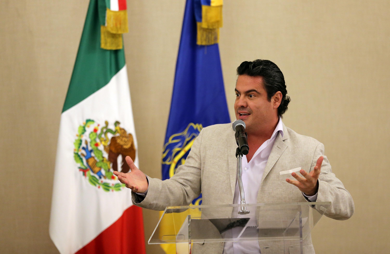 Maestro Jorge Aristóteles Sandoval Díaz, Gobernador del Estado de Jalisco, haciendo uso de la palabra desde el pódium.