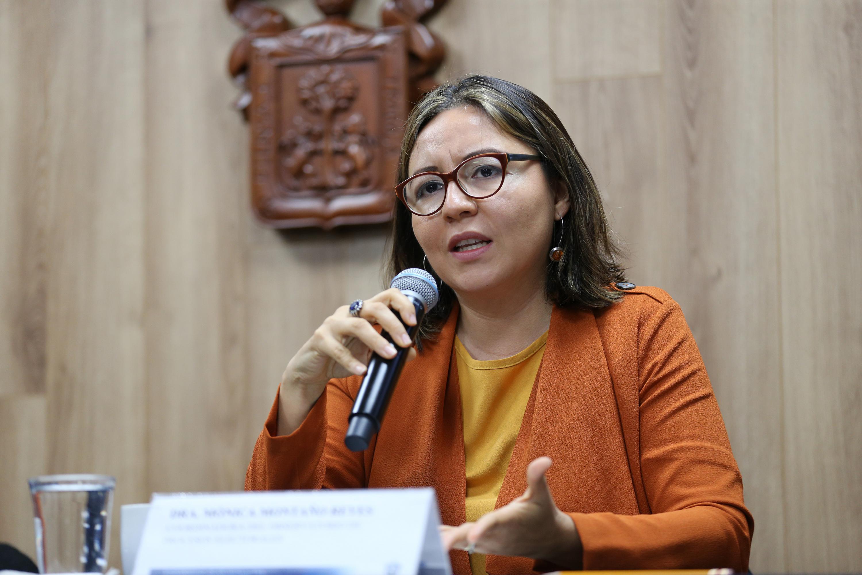 Coordinadora del observatorio, doctora Mónica Montaño Reyes, haciendo uso de la palabra durante la rueda de prensa