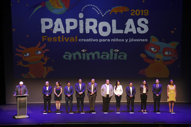 Autoridades universitarias y de gobierno, inaugurando el Festival Papirolas 2019, en las instalaciones del Conjunto Santander de Artes Escénicas