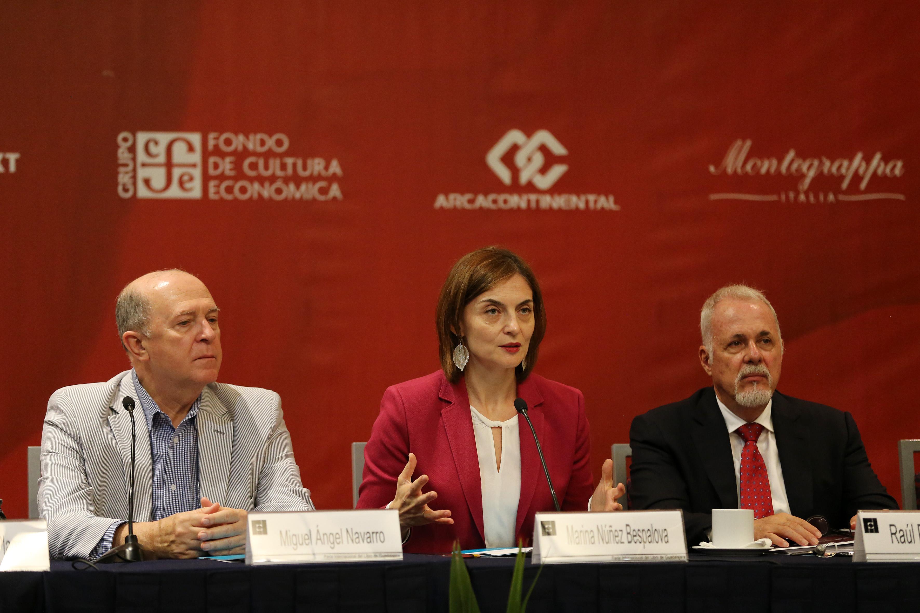 Doctora Marina Núñez Bespalova, Directora General de Publicaciones de la Secretaría de Cultura federal, haciendo uso de la palabra durante rueda de prensa.