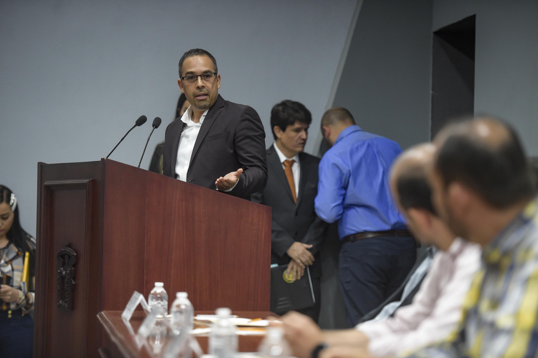 Director de la Preparatoria de Tonalá Norte, maestro Alberto Gutiérrez Gómez, en uso de la palabra
