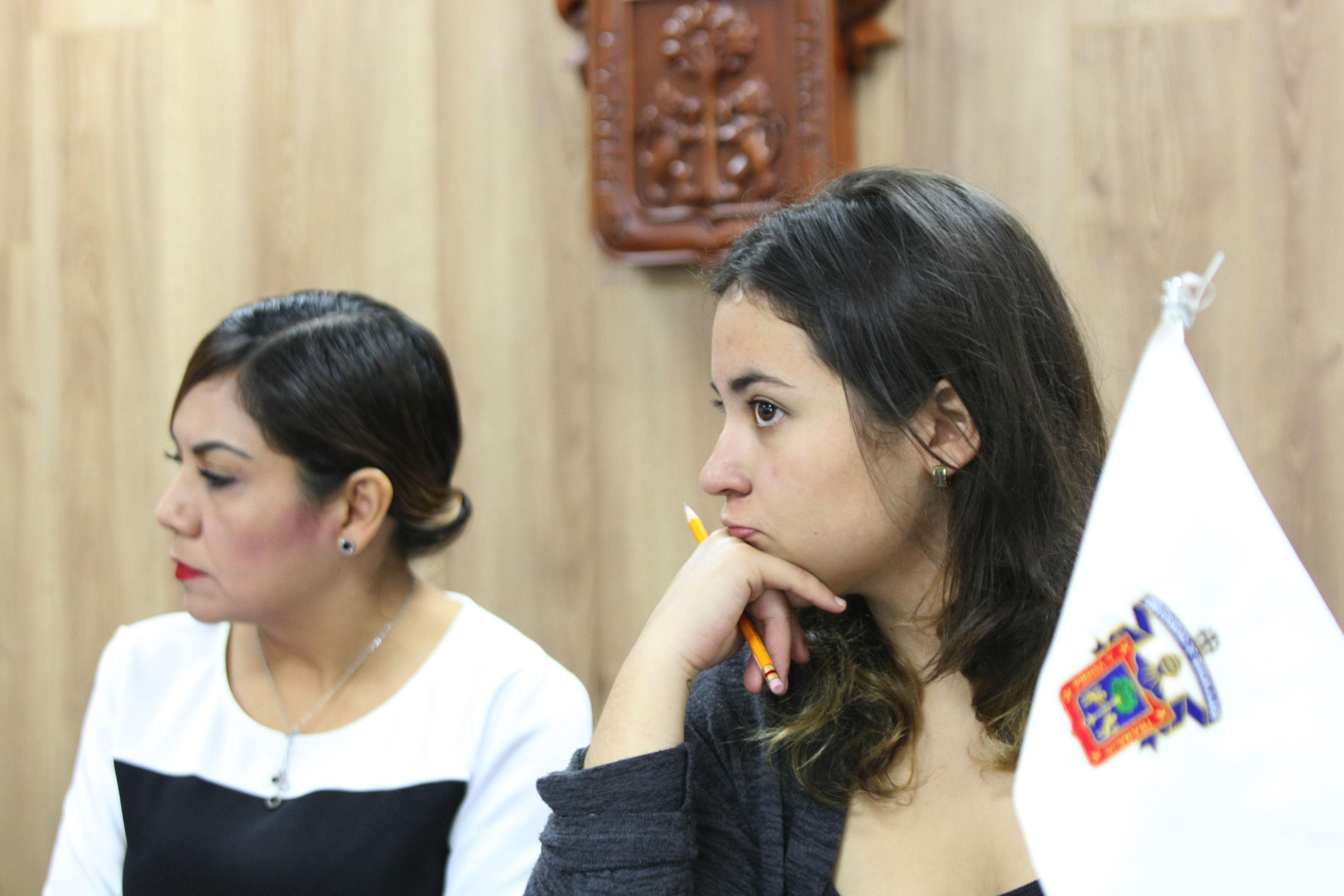 Alumna de sexto semestre de la Preparatoria 13, Aranzazú de León Vázquez, quien fue ganadora este año en la categoría de Poesía de Creadores Literarios