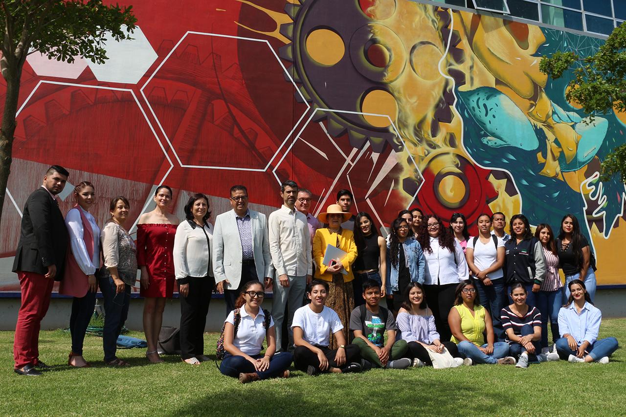 Autoridades del Centro Universitario del Sur (CUSur) dieron la bienvenida a 24 estudiantes provenientes de 15 universidades de la República Mexicana, quienes realizarán una estancia