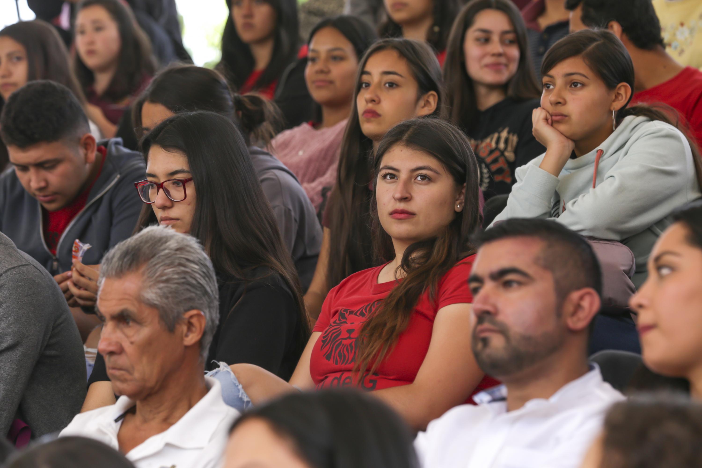 Asistentes a la ceremonia, realizada en la Preparatoria 13 de la Universidad de Guadalajara (UdeG)