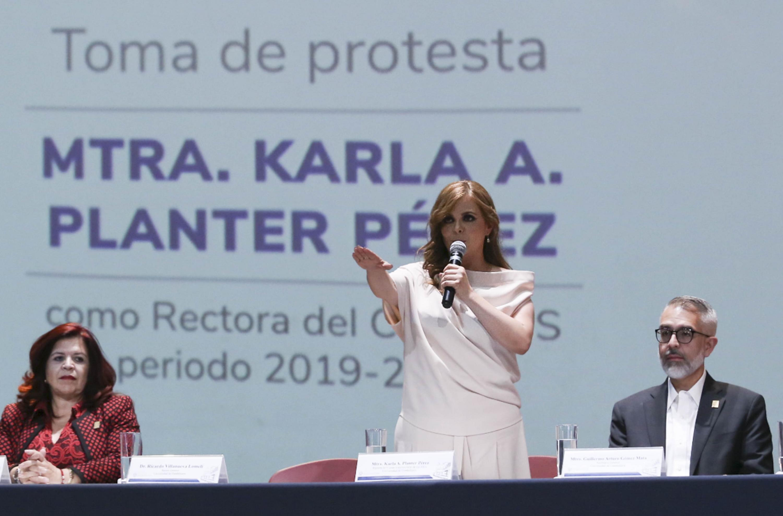 Maestra Karla Alejandrina Planter Pérez, tomando protesta como Rectora del Centro Universitario de los Altos (CUAltos)