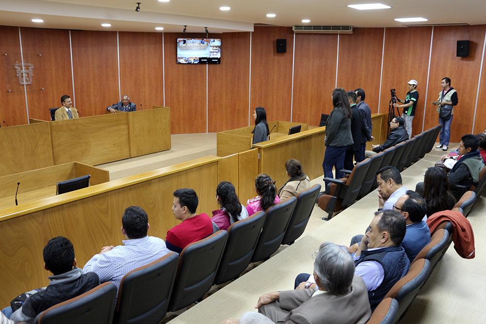 Mtro Itzcóatl Tonatiuh Bravo Padilla participando en una practica de juicios orales
