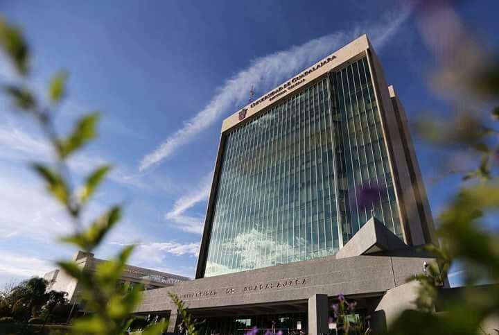 Vista panorámica del Edificio de Rectoría General de la Universidad de Guadalajara.