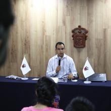 Jesús Arturo Medina Varela, presidente de la Federación de Estudiantes Universitarios (FEU), participando en rueda de prensa.