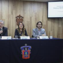 Los tres académicos se presentaron en la sala de prensa del piso 6 de rectoría