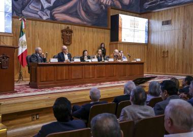 """En la inauguración en el paraninfo del Foro internacional """"Desafíos de la Libertad en el Siglo XXI"""", encabezado por el escritor Mario Vargas Llosa."""