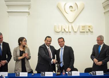 Autoridades universitarias presentes en cambio de estafeta para presidir el Premio Jalisco de Periodismo 2019, por parte de la Universidad Panamericana (UP), campus Guadalajara