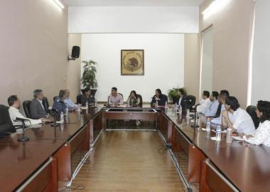 Autoridades universitarias y de gobierno de Jalisco en la firma de la carta de intención, que tuvo lugar en el Ayuntamiento de Tepatitlán