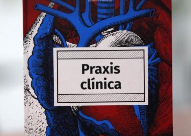 """""""Praxis clínica"""", libro de cabecera para médicos, gana premios editoriales y podría convertirse en aplicación digital"""