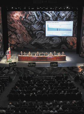 Mural de José Clemente Orozco: Los falsos líderes como escenario en teatro diana