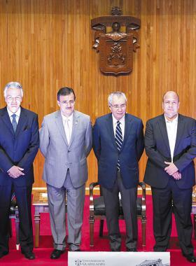 Candidatos a la presidencia municipal de Guadalajara junto al rector de la U de G