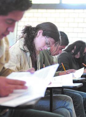 Alumnos universitarios en una aula