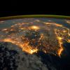 Vista satelital del planeta de noche